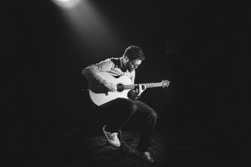 Comment choisir une guitare en 2 étapes simples?